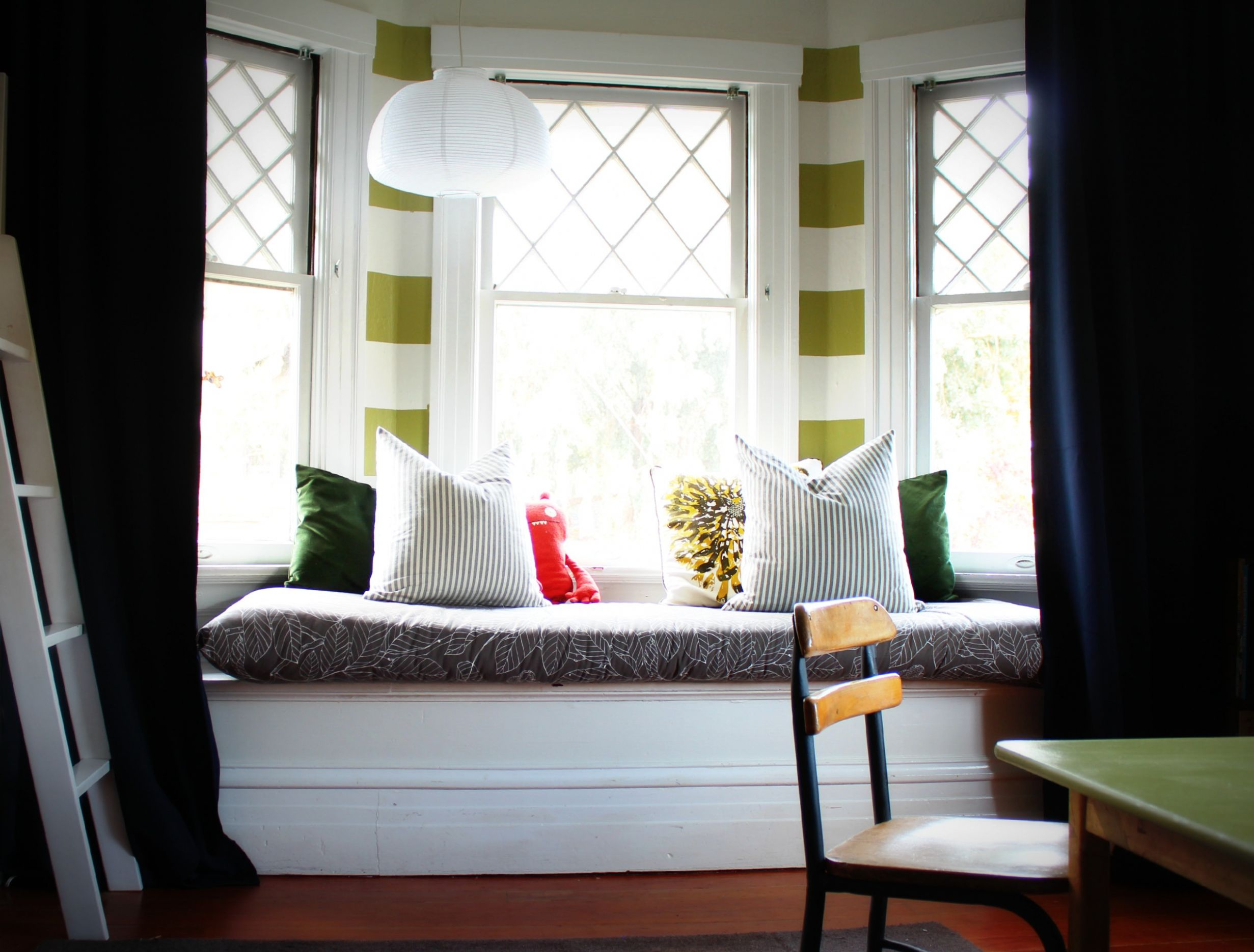 Modern Bay Window Styling Ideas - window ideas for bay windows