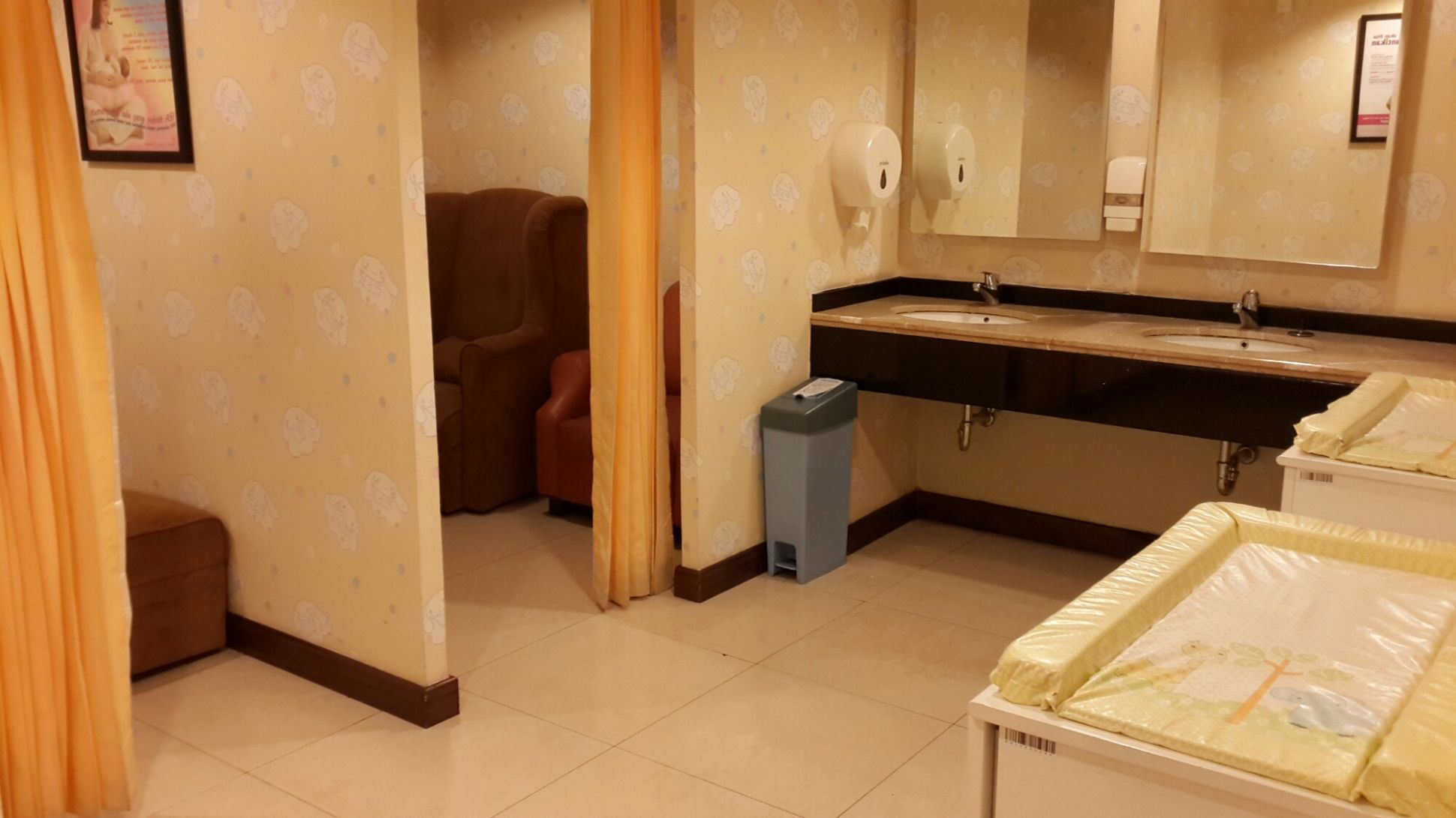 Mom and baby changing room at Pacific Place – Rawcktober's story