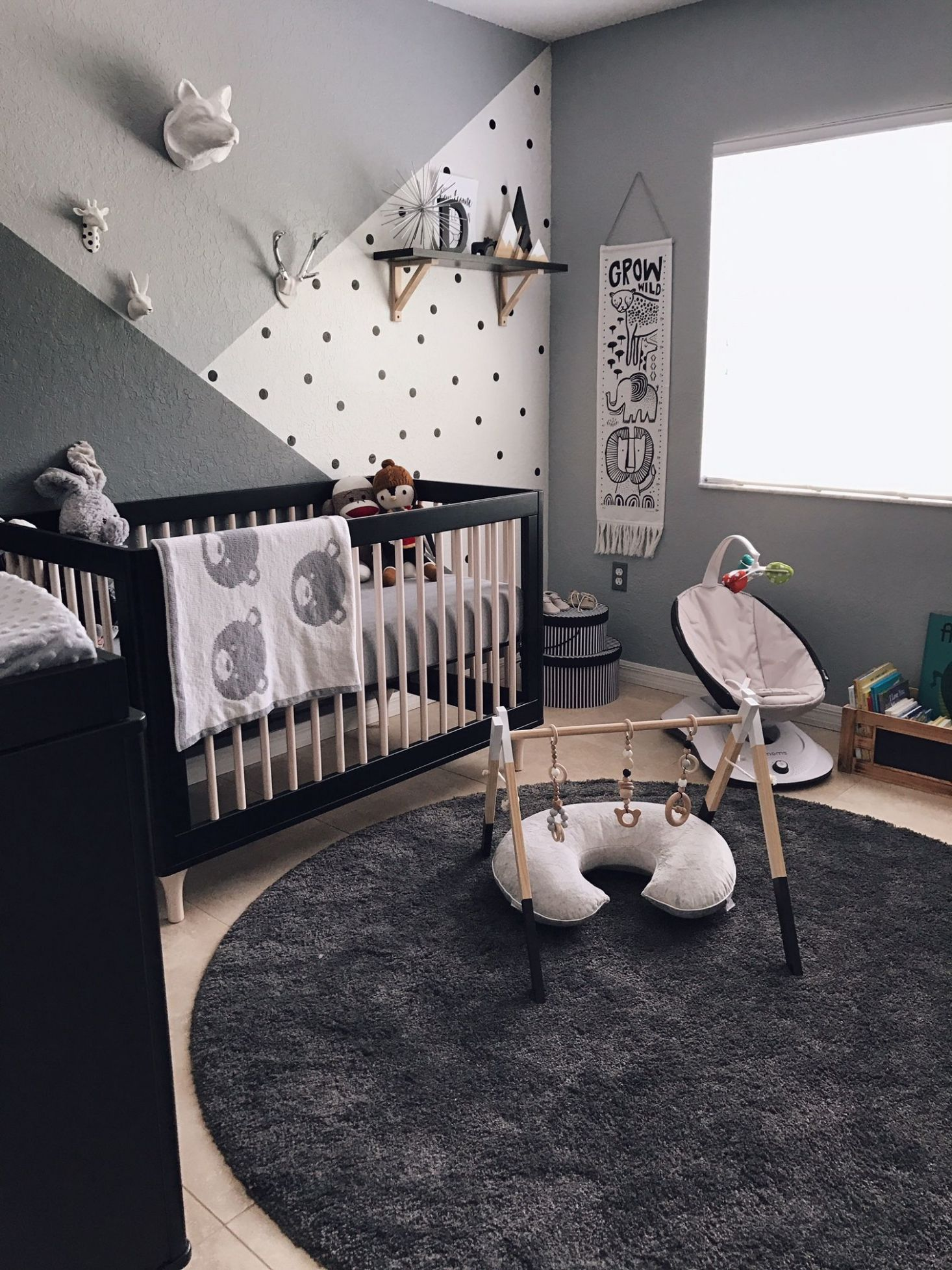 Monochrome Zoo Nursery (With images) | Baby nursery inspiration ...