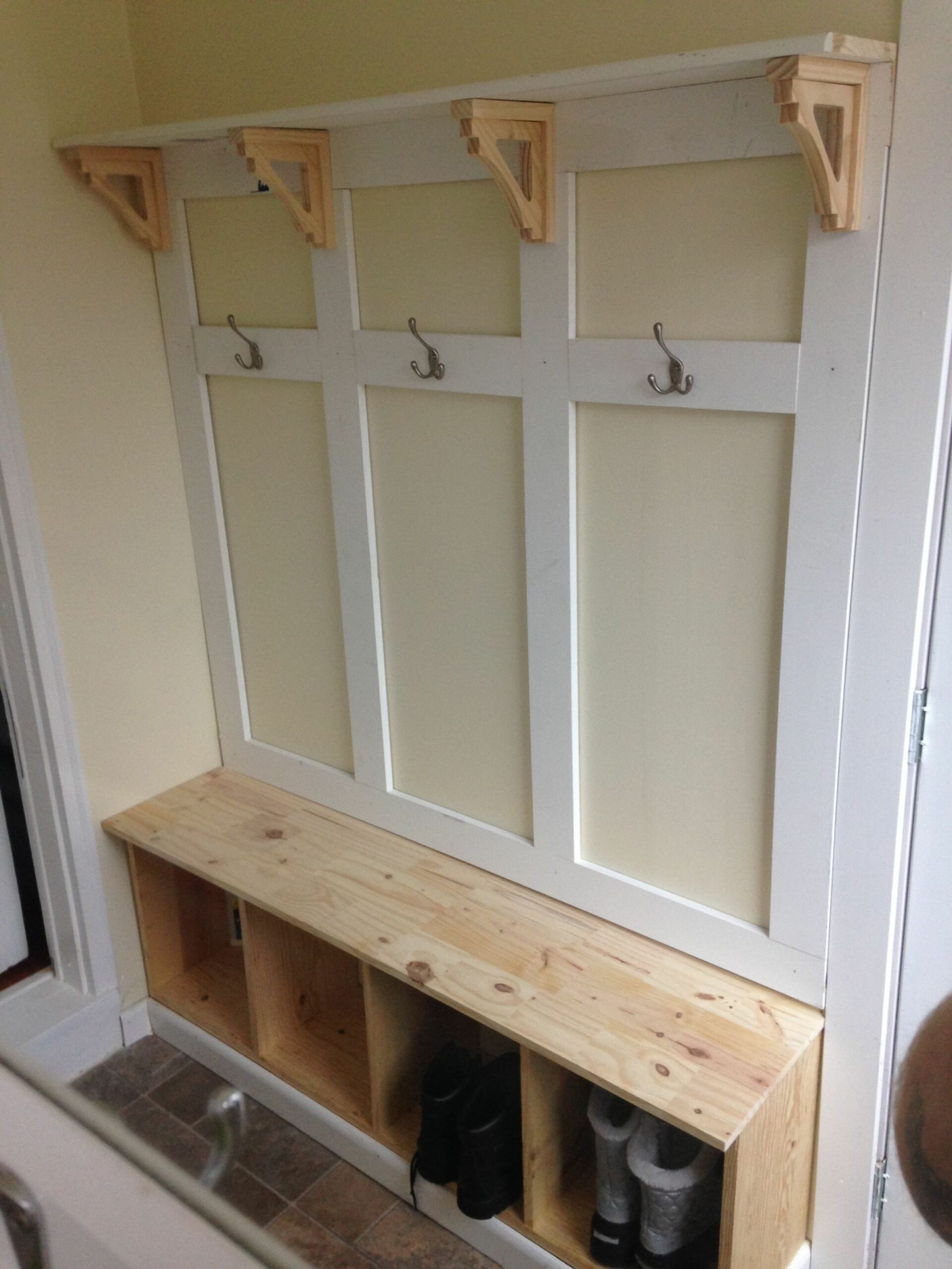 Mud room bench DIY Like the top part, but not the bottom. I don't ...