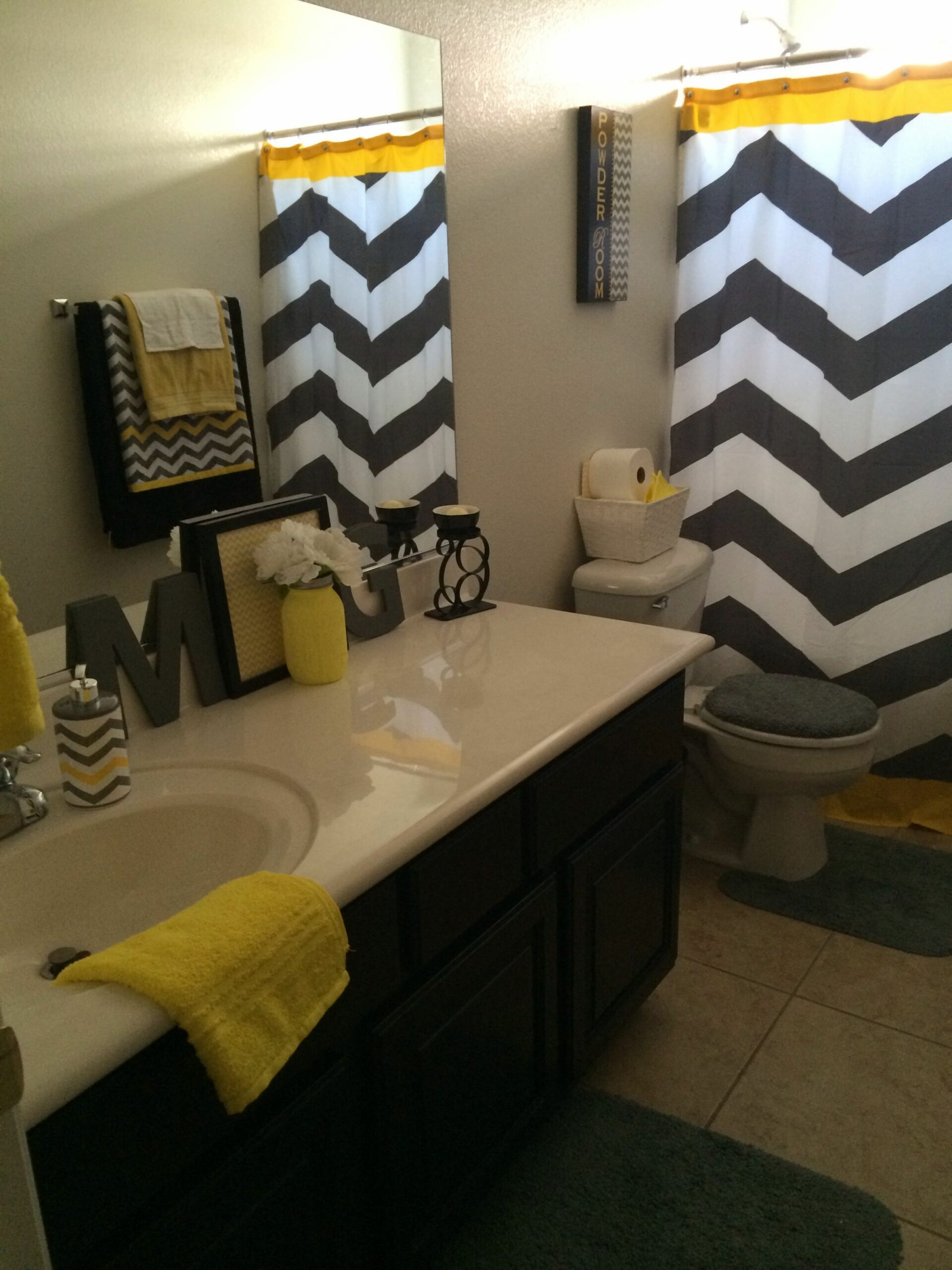 My new cheerful (gender neutral) bathroom! Yellow Black Grey and ..