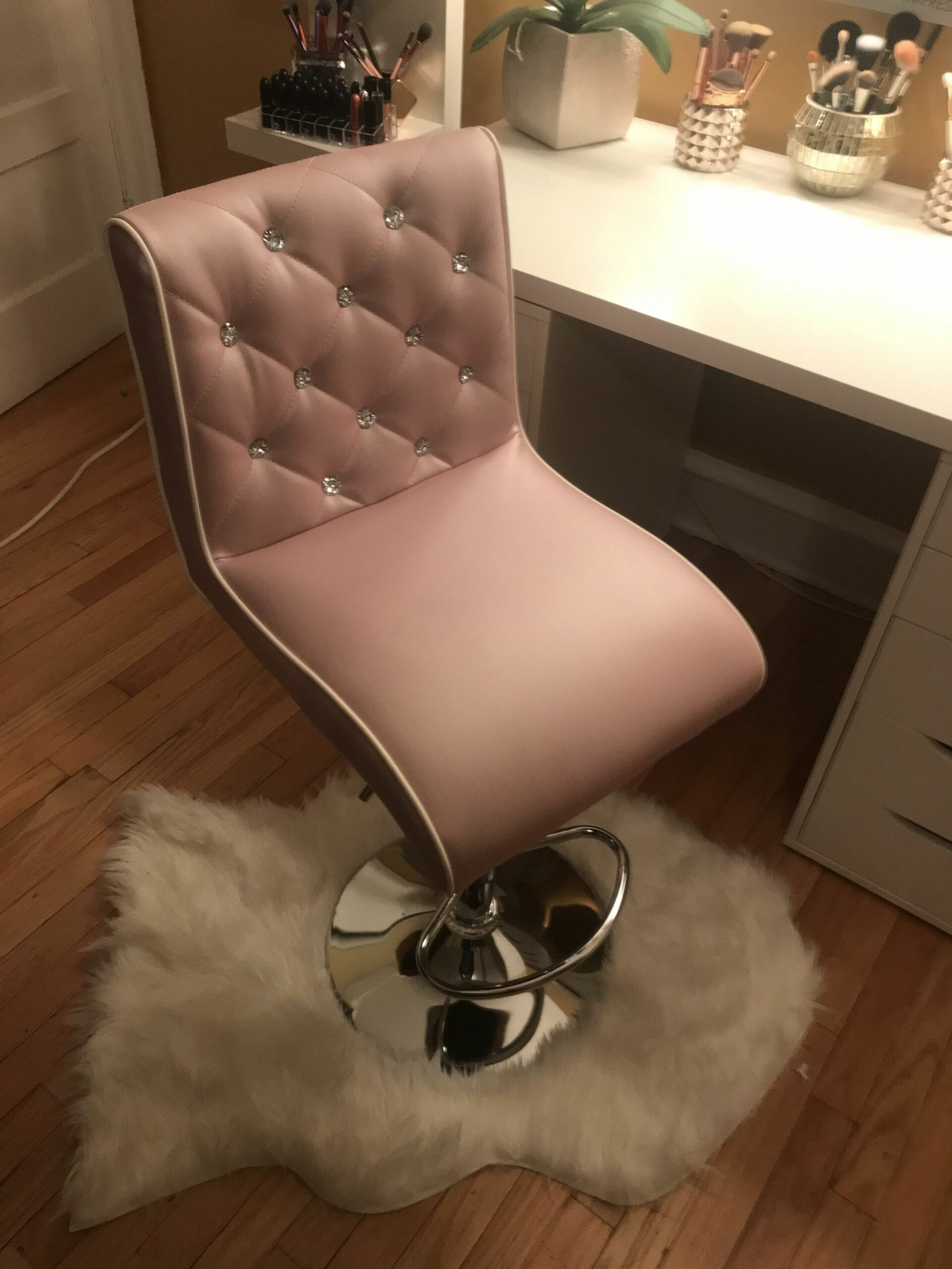 My vanity chair #VanityChair | Vanity chair, Bedroom desk chair ..