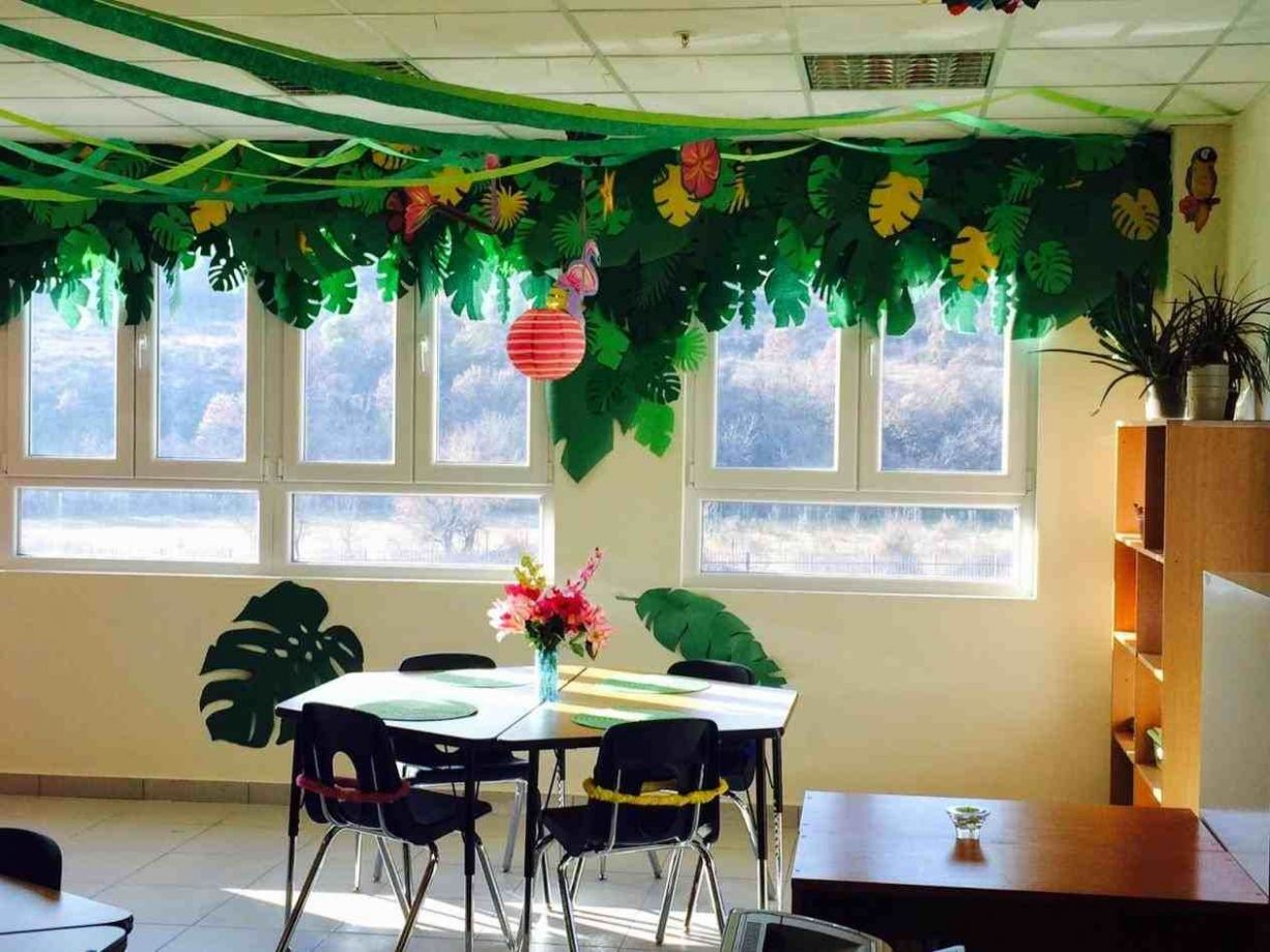 New Post classroom window decoration ideas visit Bobayule Trending ...