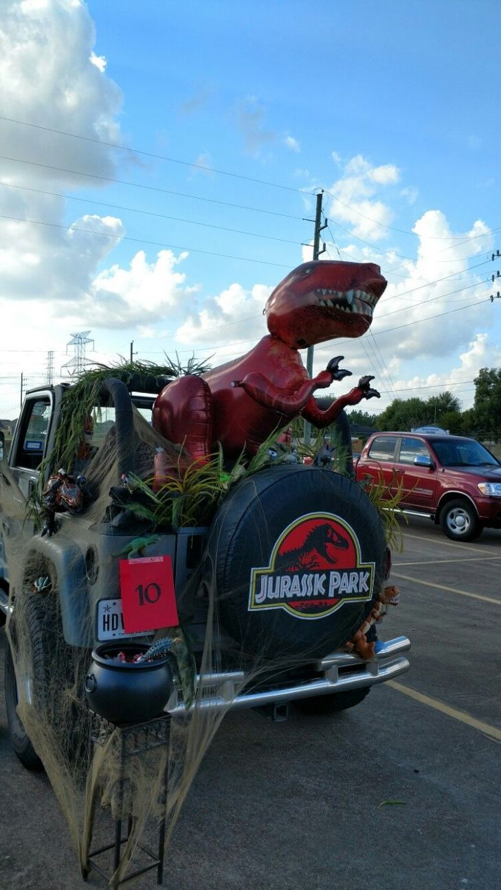 Our Jurassic Park theme Trunk or Treat Jeep #jeeplife ..
