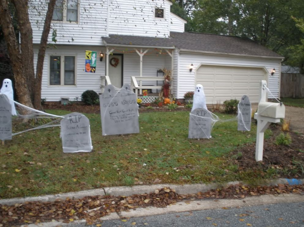 Outdoor Halloween Decorations Ideas To Stand Out - halloween ideas decorations outside
