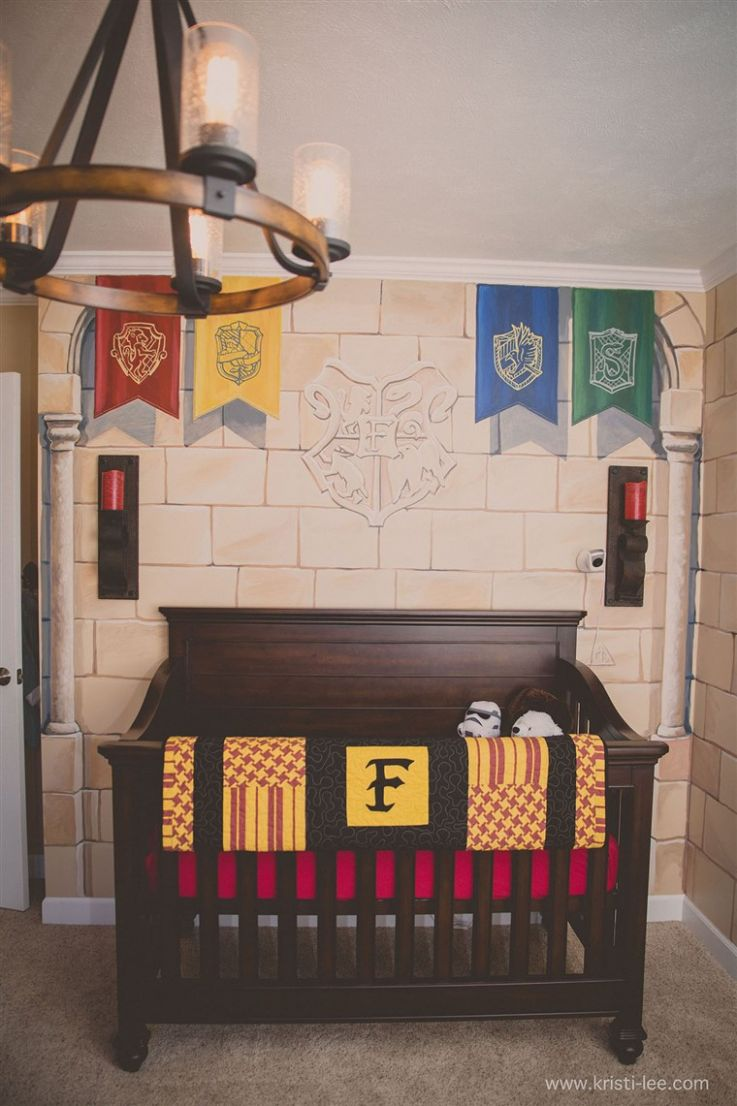 Parents create a magical Harry Potter themed nursery - baby room harry potter