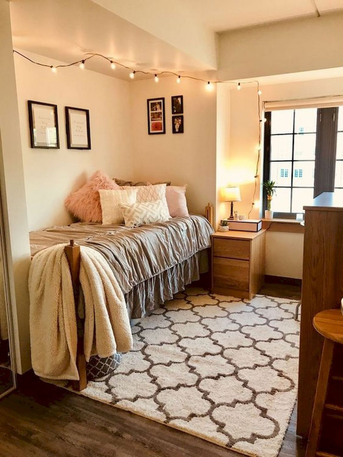 Pin by Kalli Gordanier on For the Home... | Dorm room inspiration ..