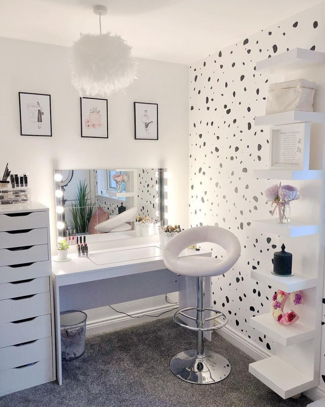 Pin on Dream house - makeup room inspo