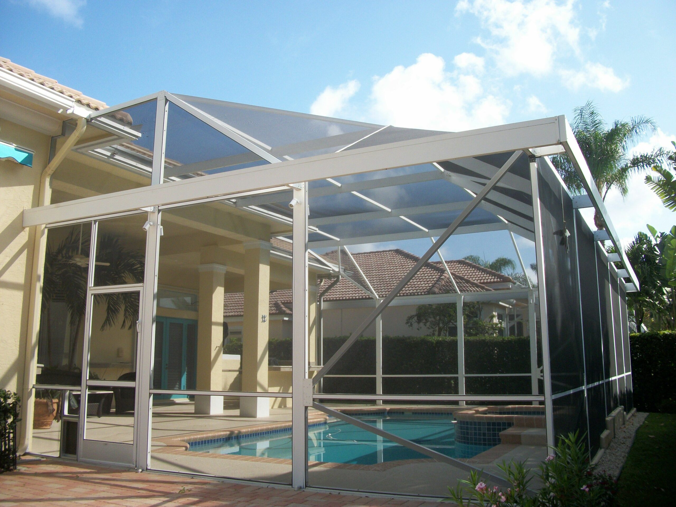 Pool screen enclosure with extra awning arround the top edge, for ..