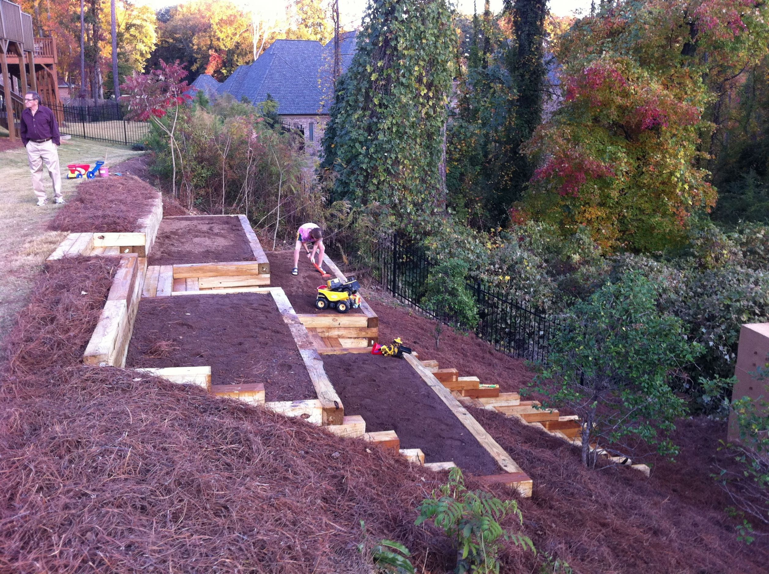 Pretty awesome raised garden beds on a hillside. (With images ...
