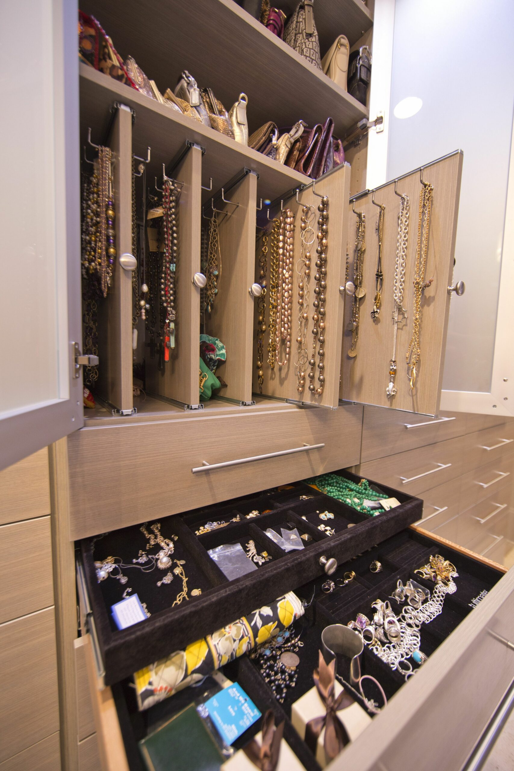 Pull out necklace and jewelry drawers. http://www ..