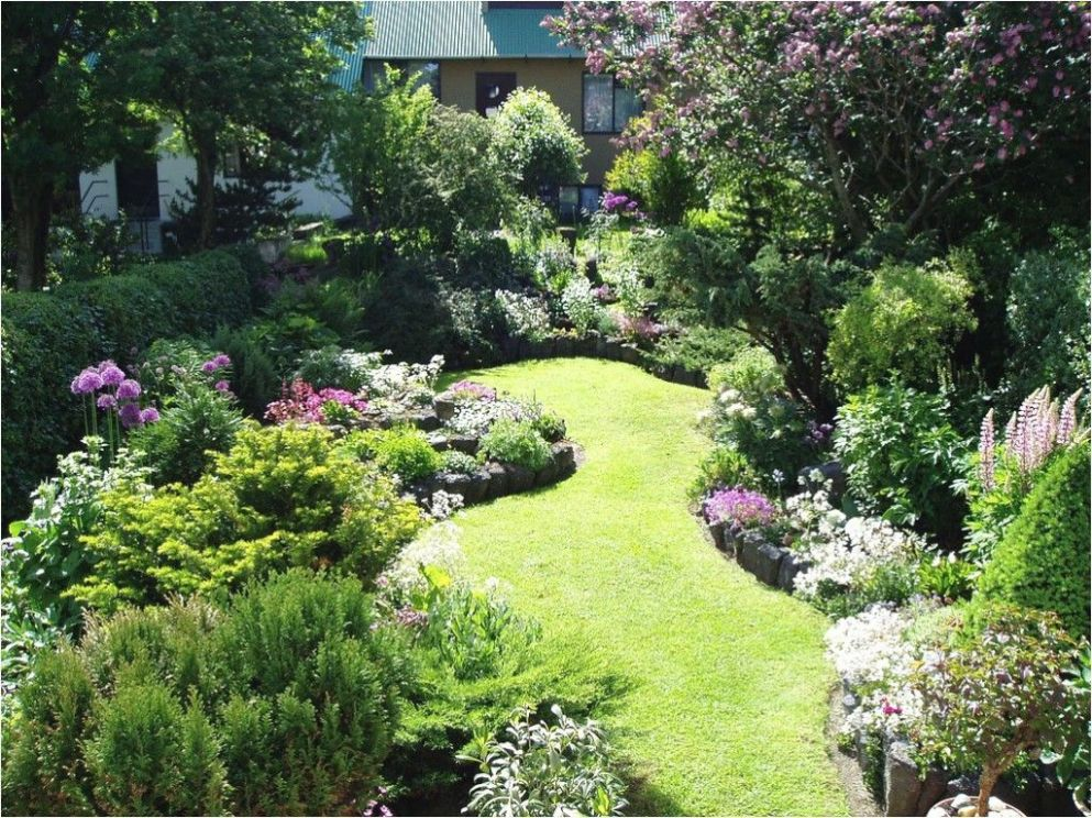 quirky small garden ideas (With images) | Small backyard gardens ..