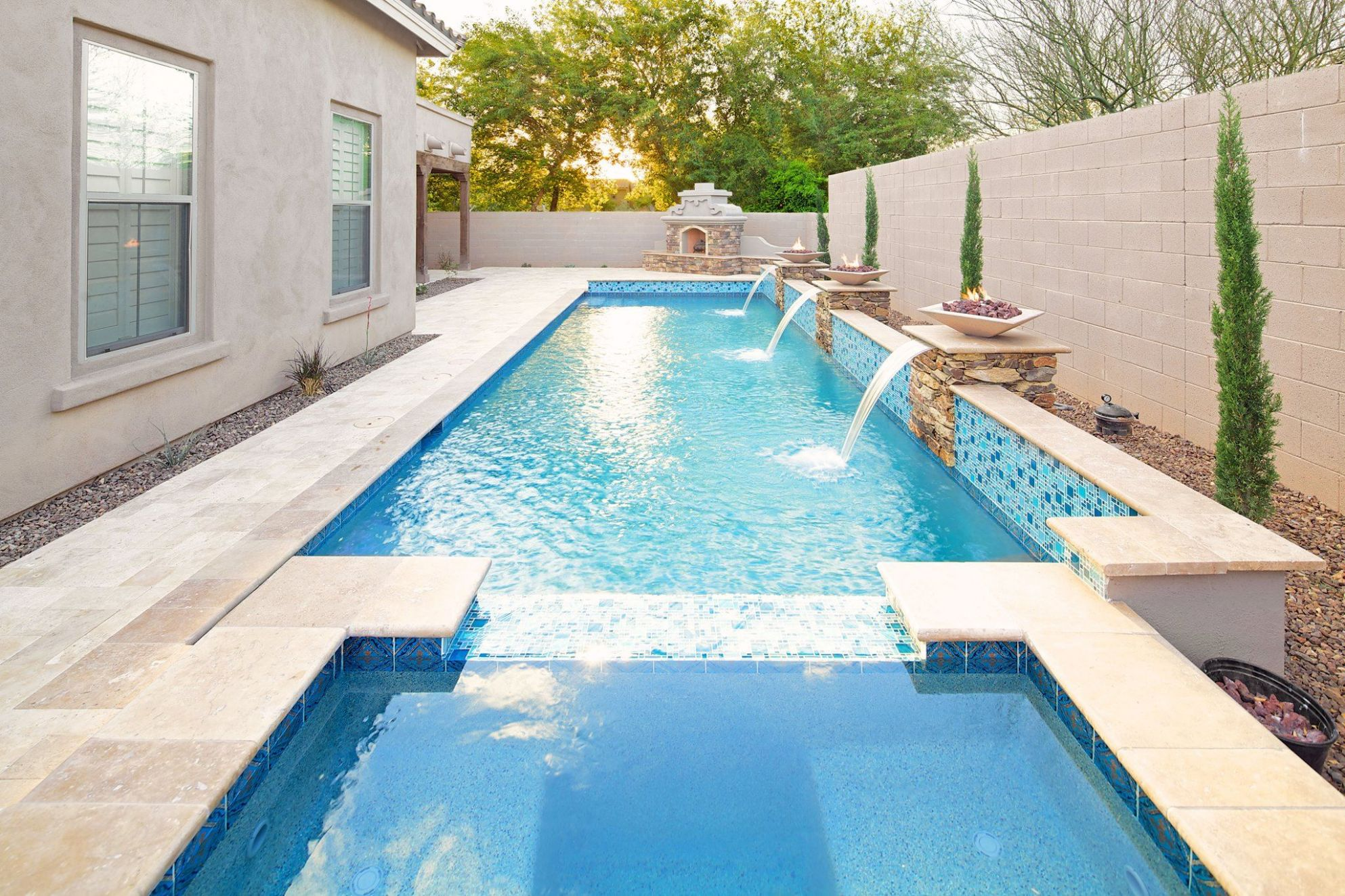 Rectangular pool with white stone and fountains | Pool designs ...