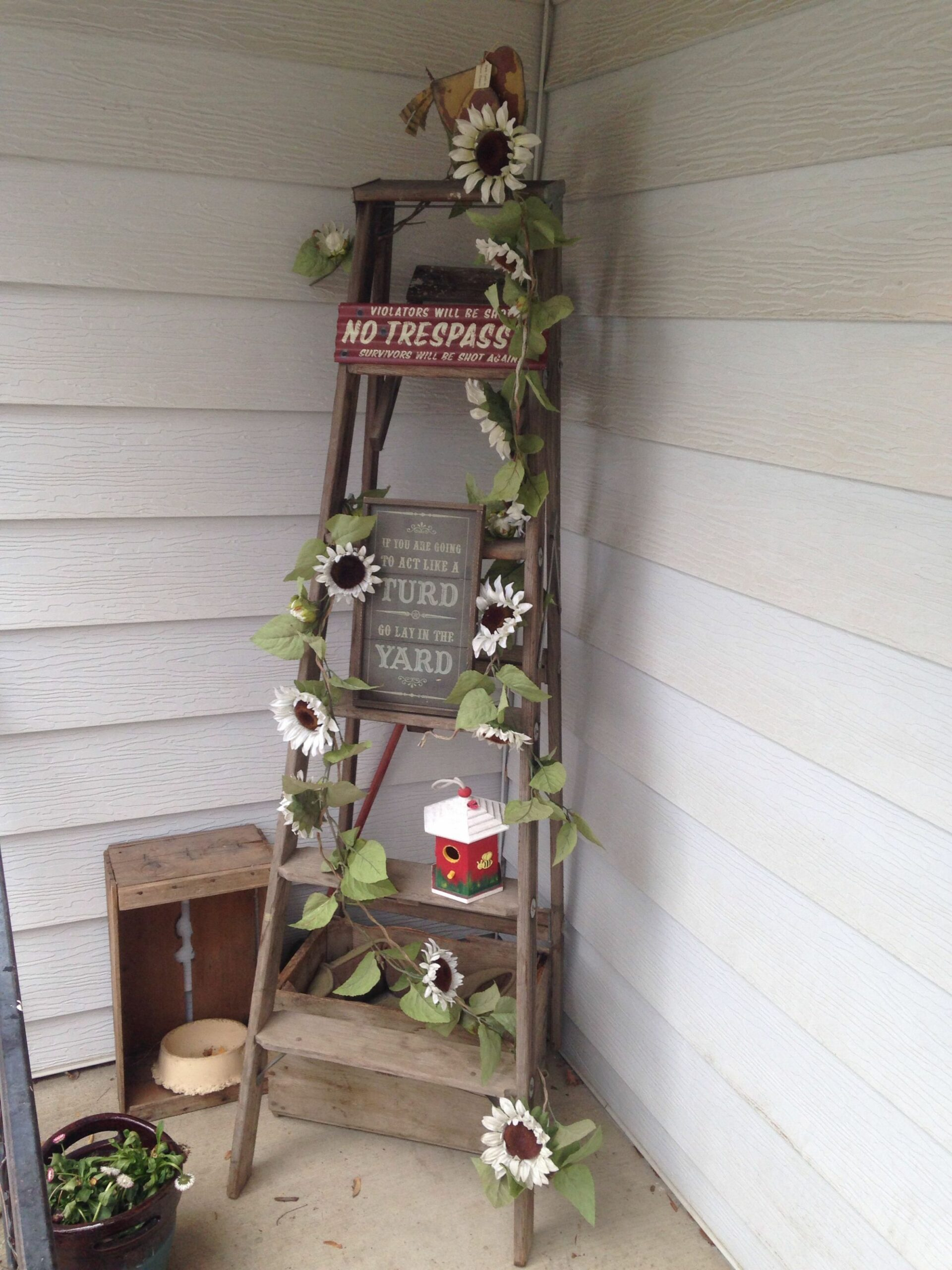 Repurposed ladder front porch decor   Front porch decorating ..
