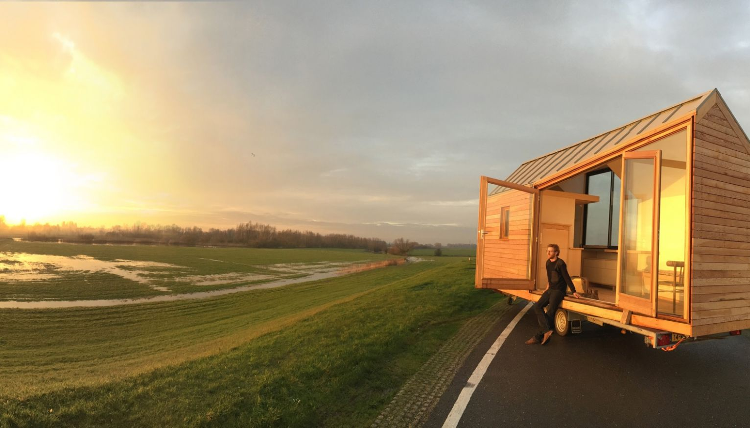 """See-through Porta Palace tiny home """"feels bigger than expected"""" - tiny house utrecht"""