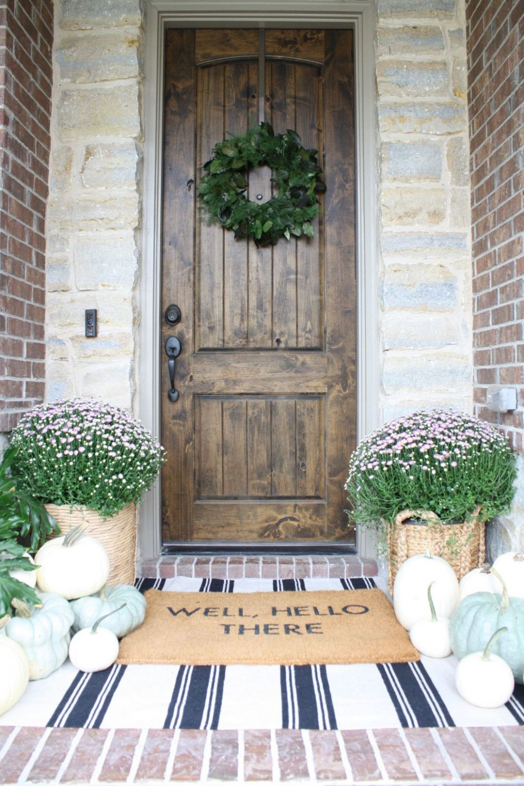 Simple Fall Porch 10 (With images) | Front porch decorating ..