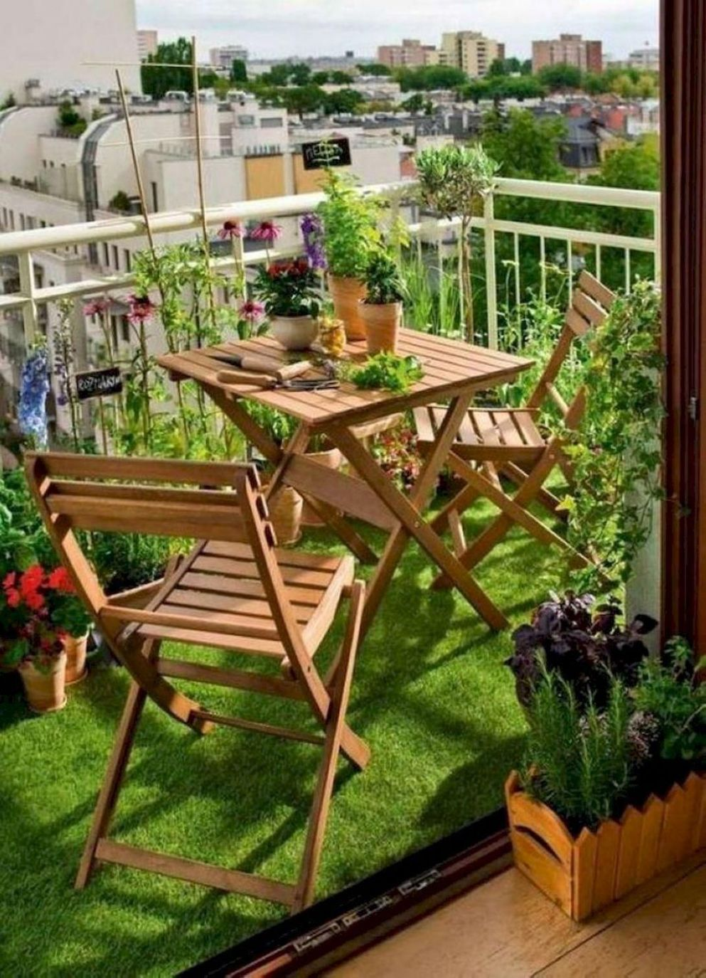 Small balcony garden by Audrey Perez on Quirky room decor in 8 ...