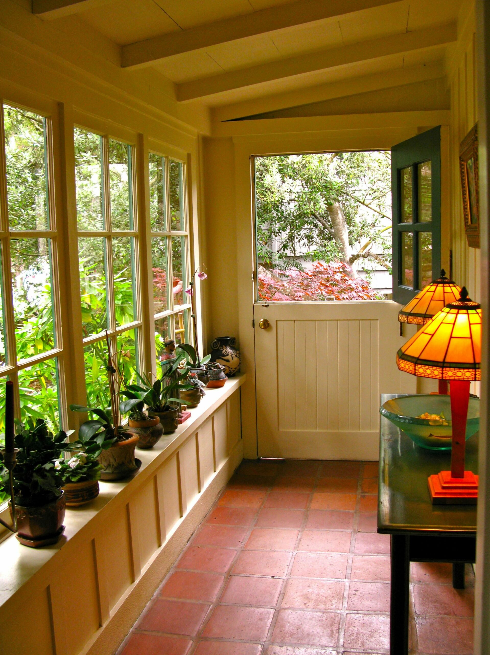 small-enclosed-front-porch-ideas.jpg (12×12) | Small covered ..
