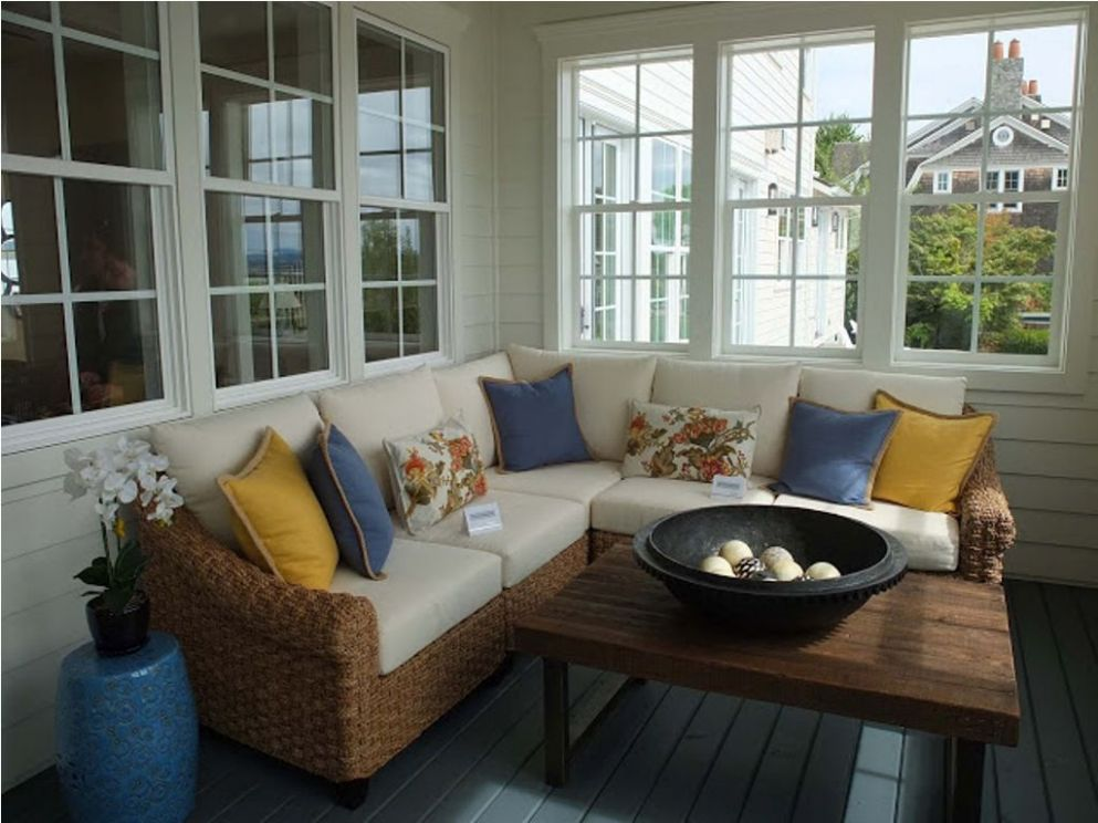 Small Enclosed Front Porch Ideas (With images) | Enclosed porch ...