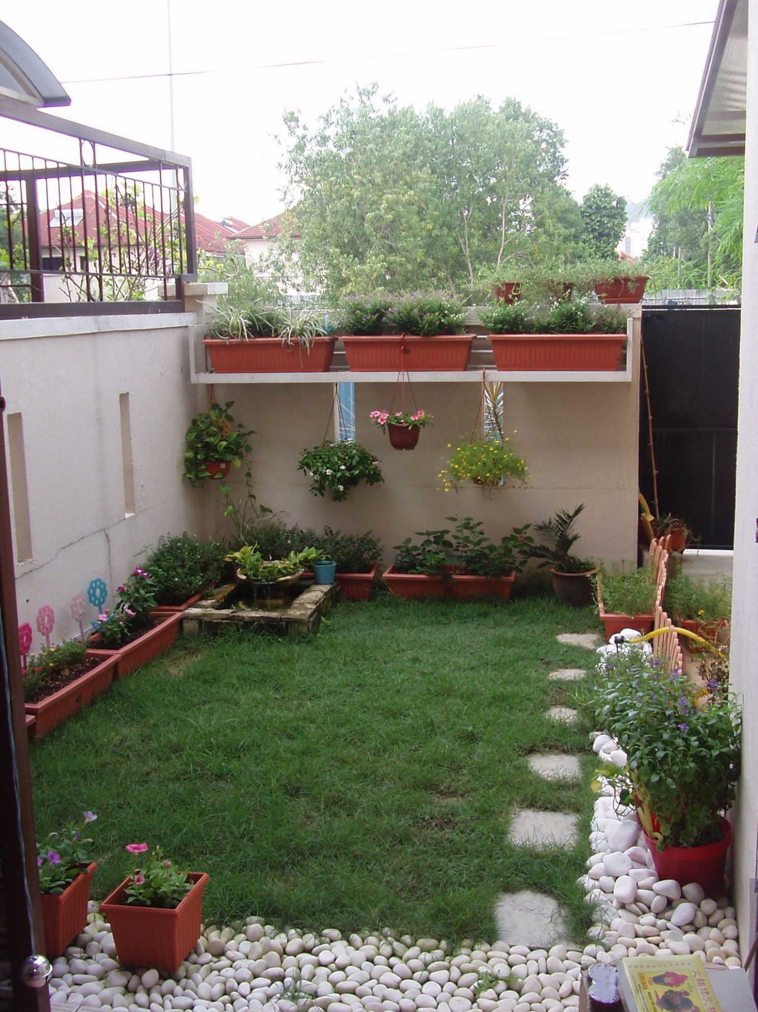 small garden ideas child friendly - Google Search | Small yard ...