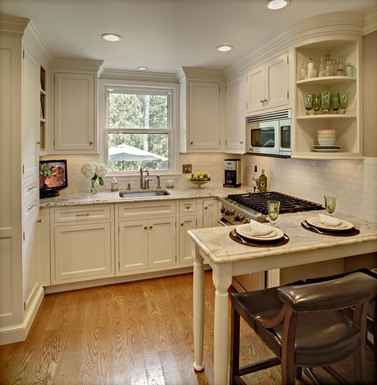 Small Kitchen (With images) | Square kitchen layout, Kitchen ..