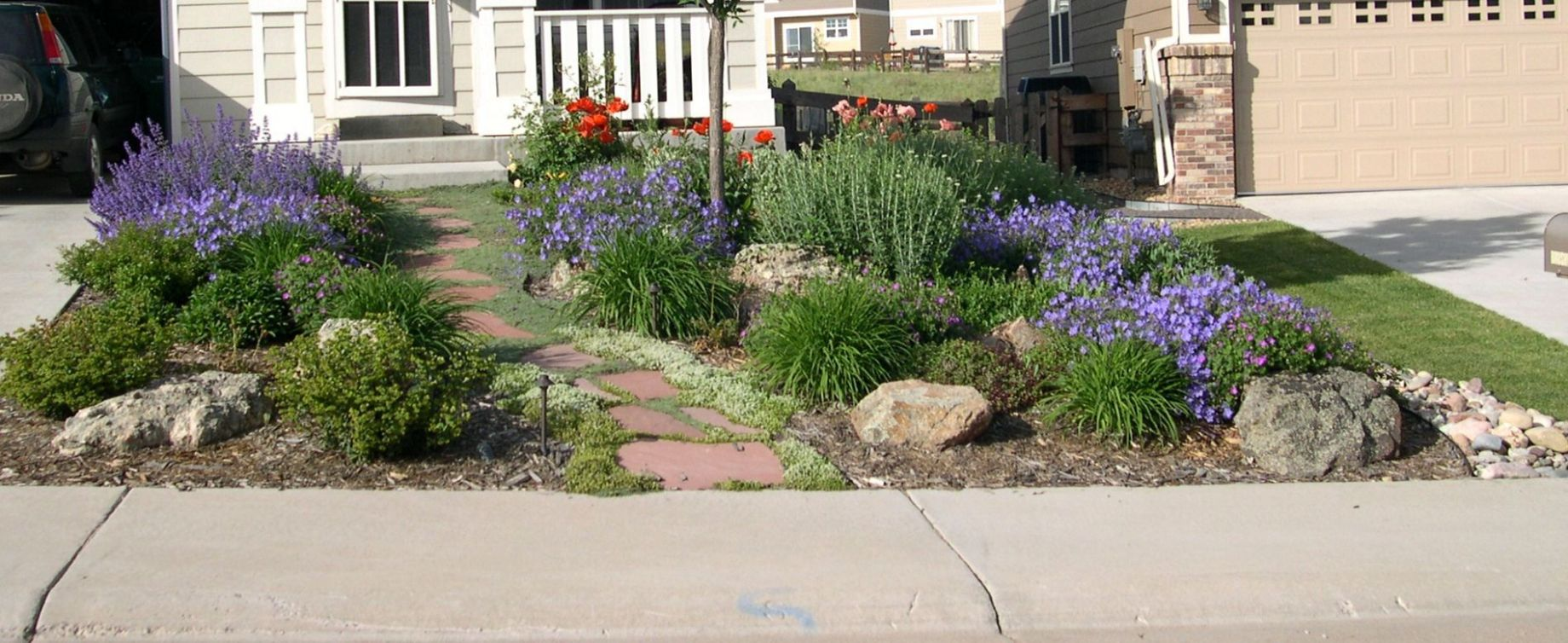 Small Yard Landscaping Ideas Xeriscape | The Garden Inspirations ..