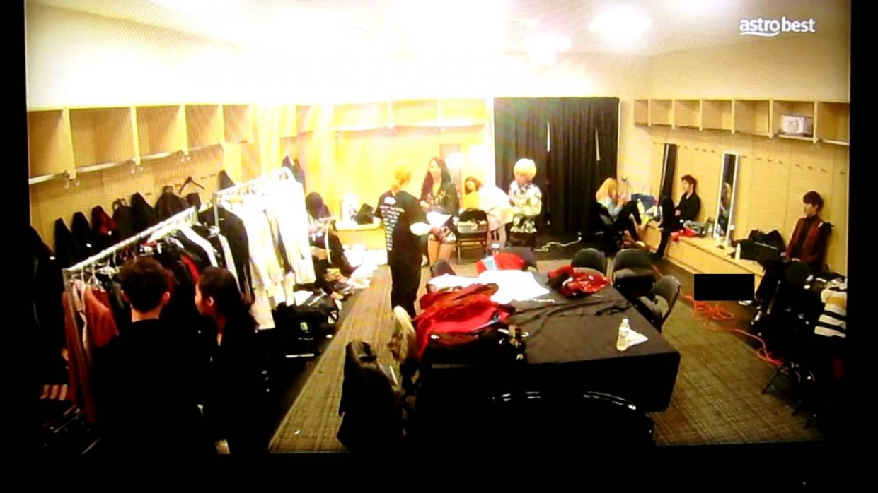 SNSD Spycam dressing room - MSVillage:UAre movie - YouTube