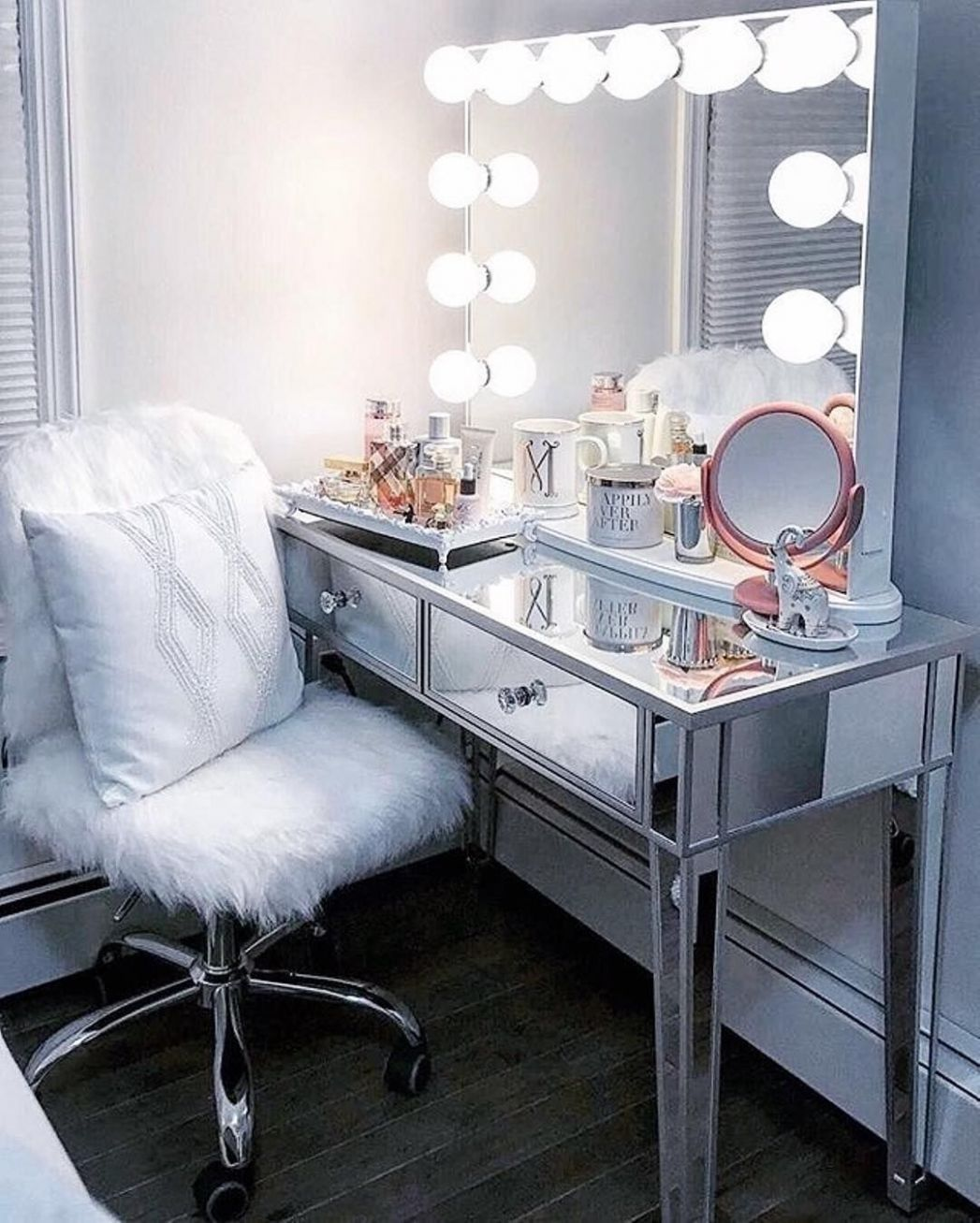 Sophie Premium Mirrored Vanity Table (With images)   Mirrored ..