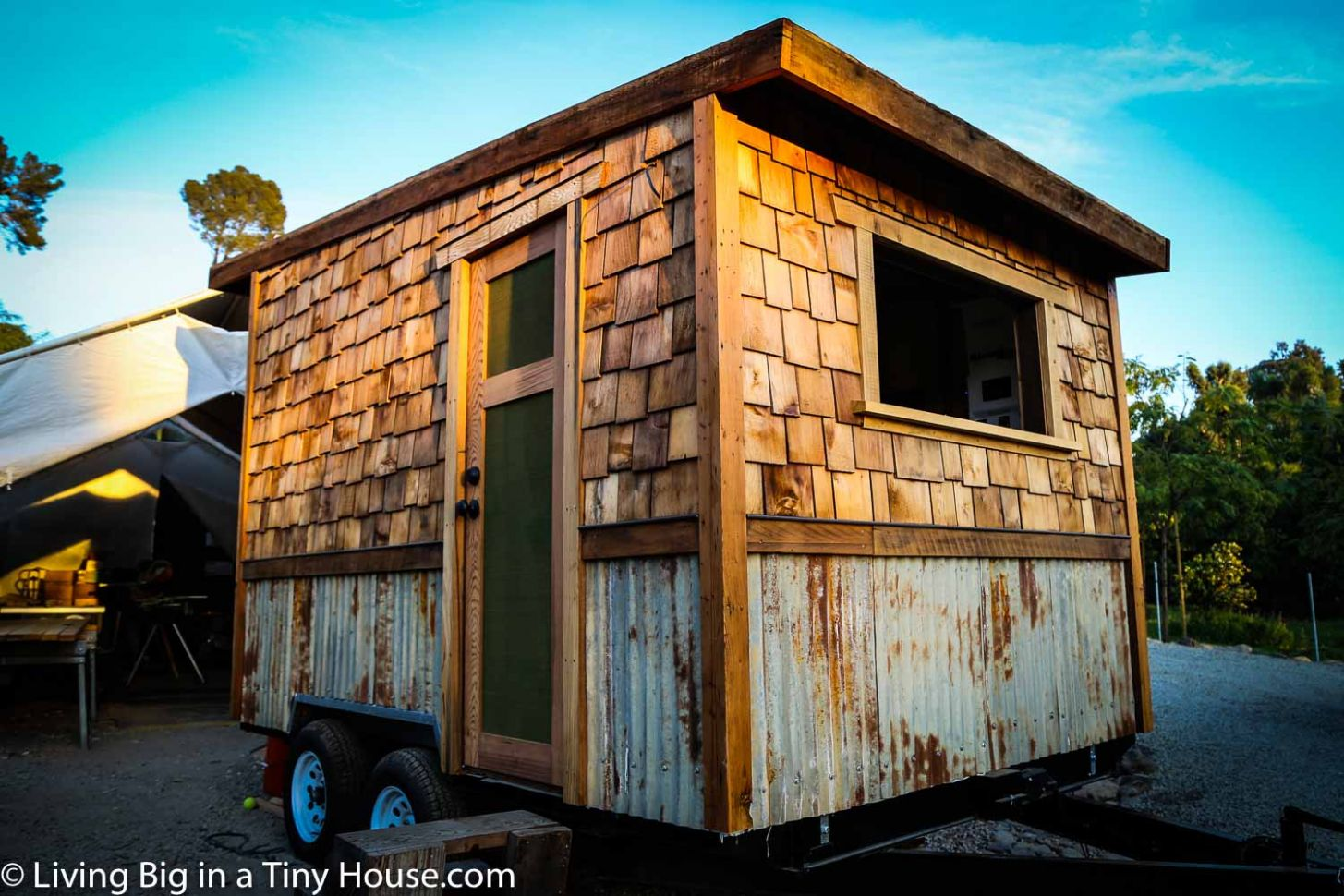The Ultimate Solar-Powered Mobile Tiny House Workshop | Living Big ..