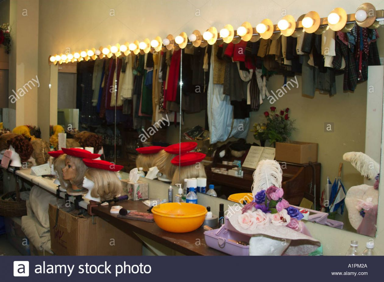 Theatre makeup table and mirror Stock Photo: 10 - Alamy - makeup room theater
