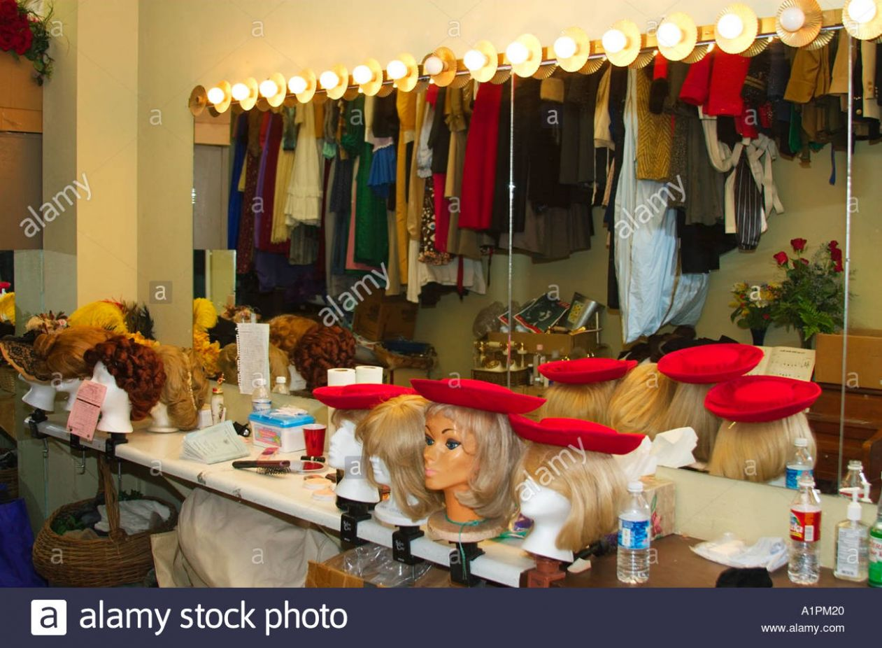 Theatre makeup table and mirror Stock Photo: 10 - Alamy