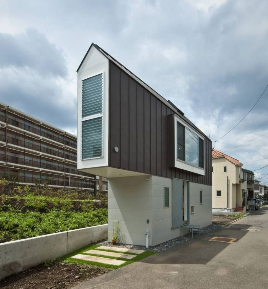 This Narrow House In Japan Only Looks Tiny Until You Look Inside ..
