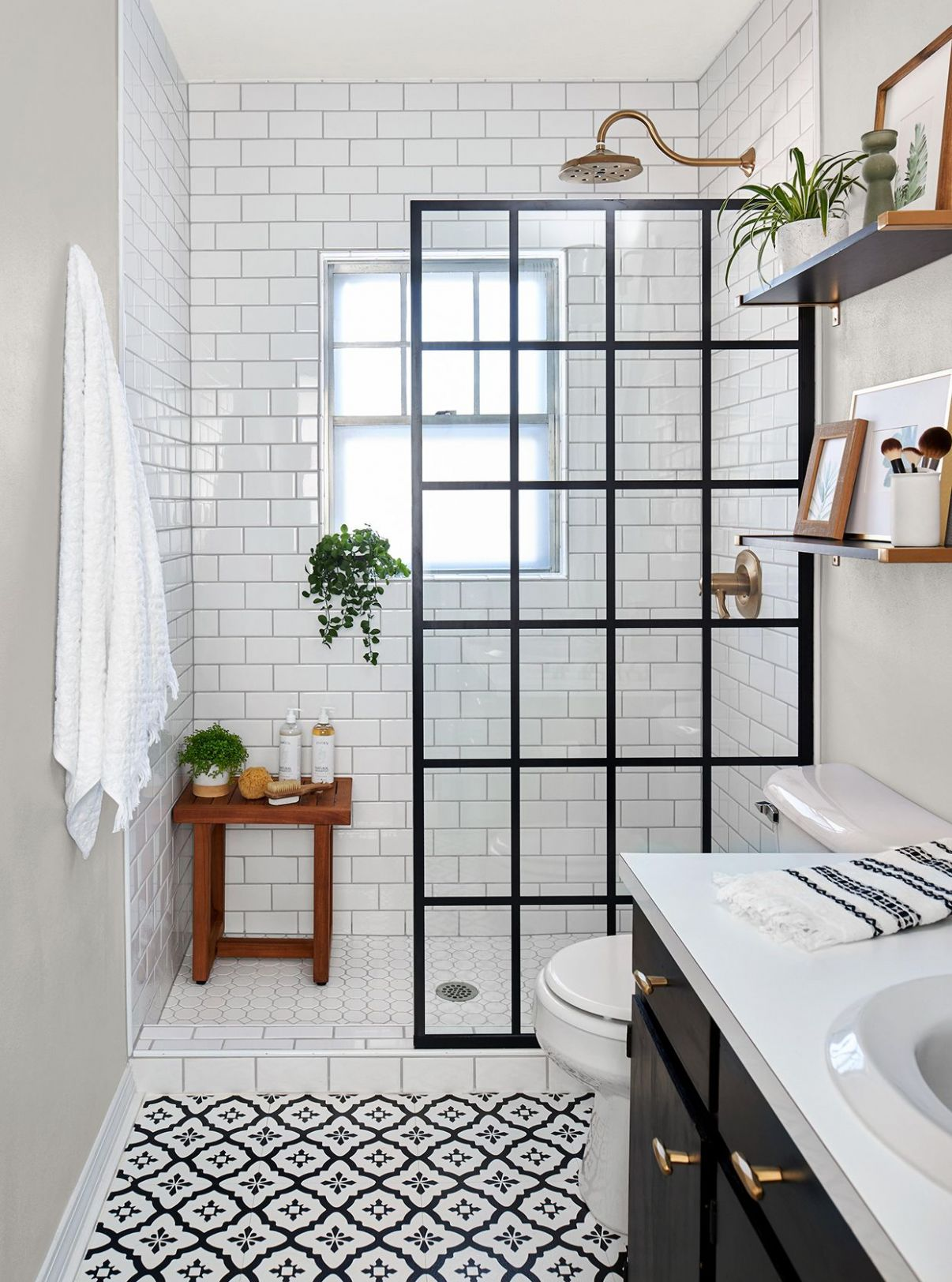 This Small Bath Makeover Blends Budget-Friendly DIYs and High-End ...
