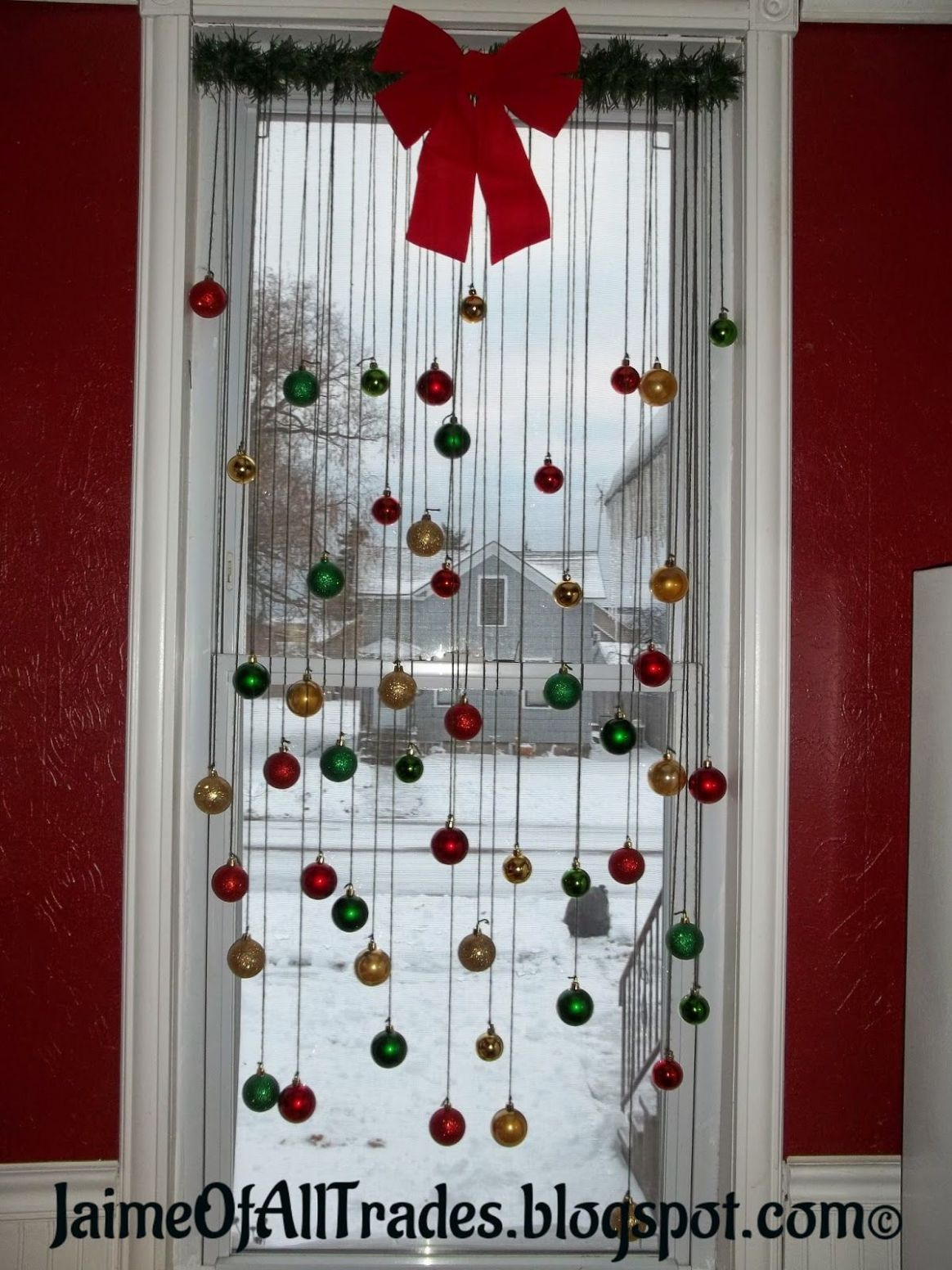 TOP 12 Bright and Sparkling Christmas Window Decoration Ideas ...