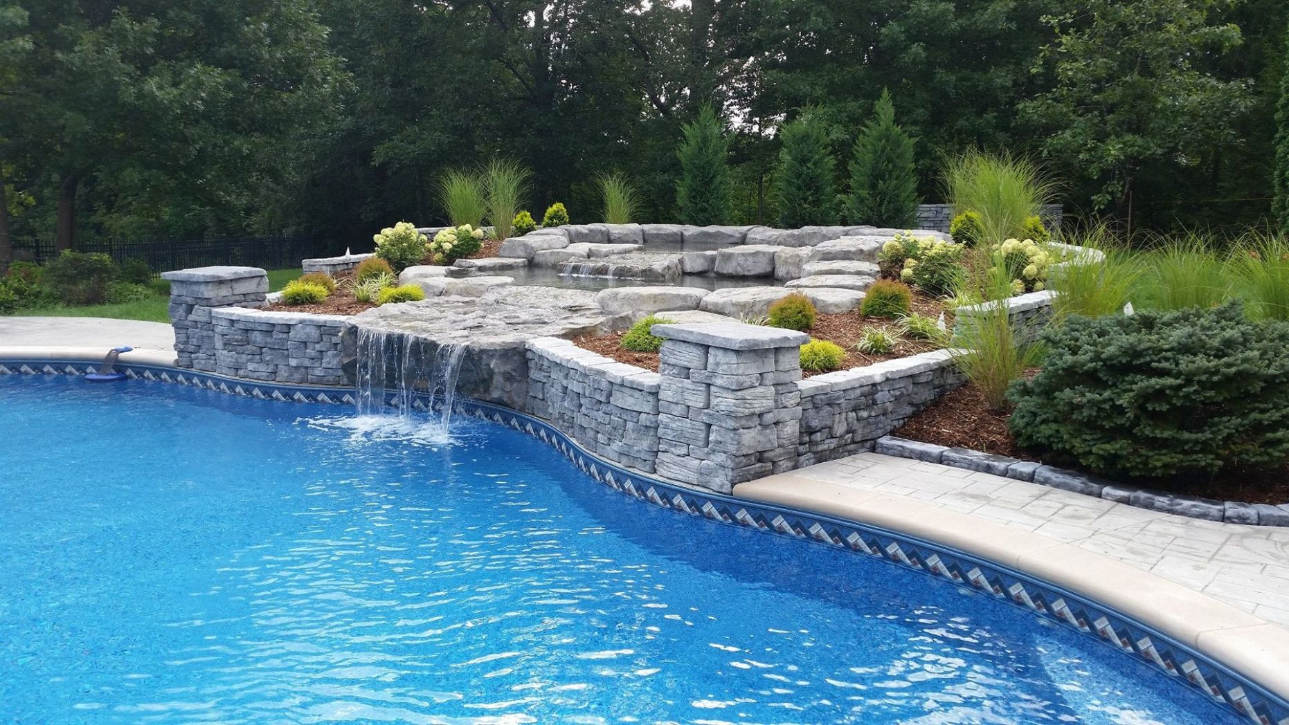Top 8 Pool Landscaping Ideas | Rosetta Hardscapes | Pool ..