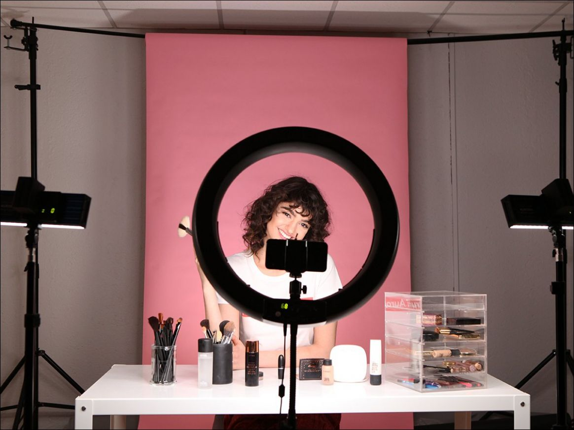 Top Tips on How to Film a Makeup Tutorial for Beauty Youtubers - makeup room equipment