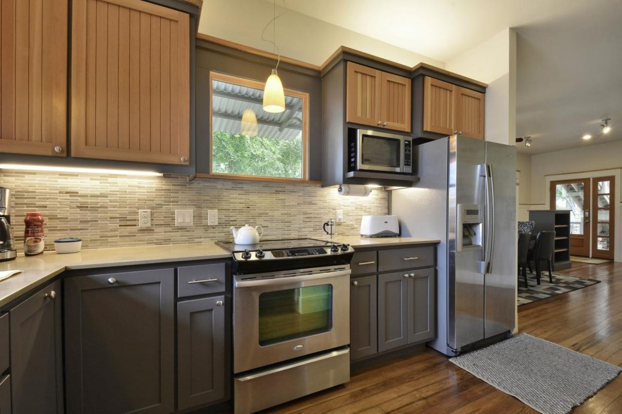 Two Toned Kitchen Cabinets as Contemporary Inspiration Kitchen ..
