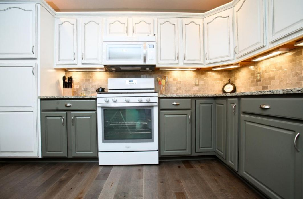 two toned kitchen cabinets - The Ideas of Decorating Kitchen with ..
