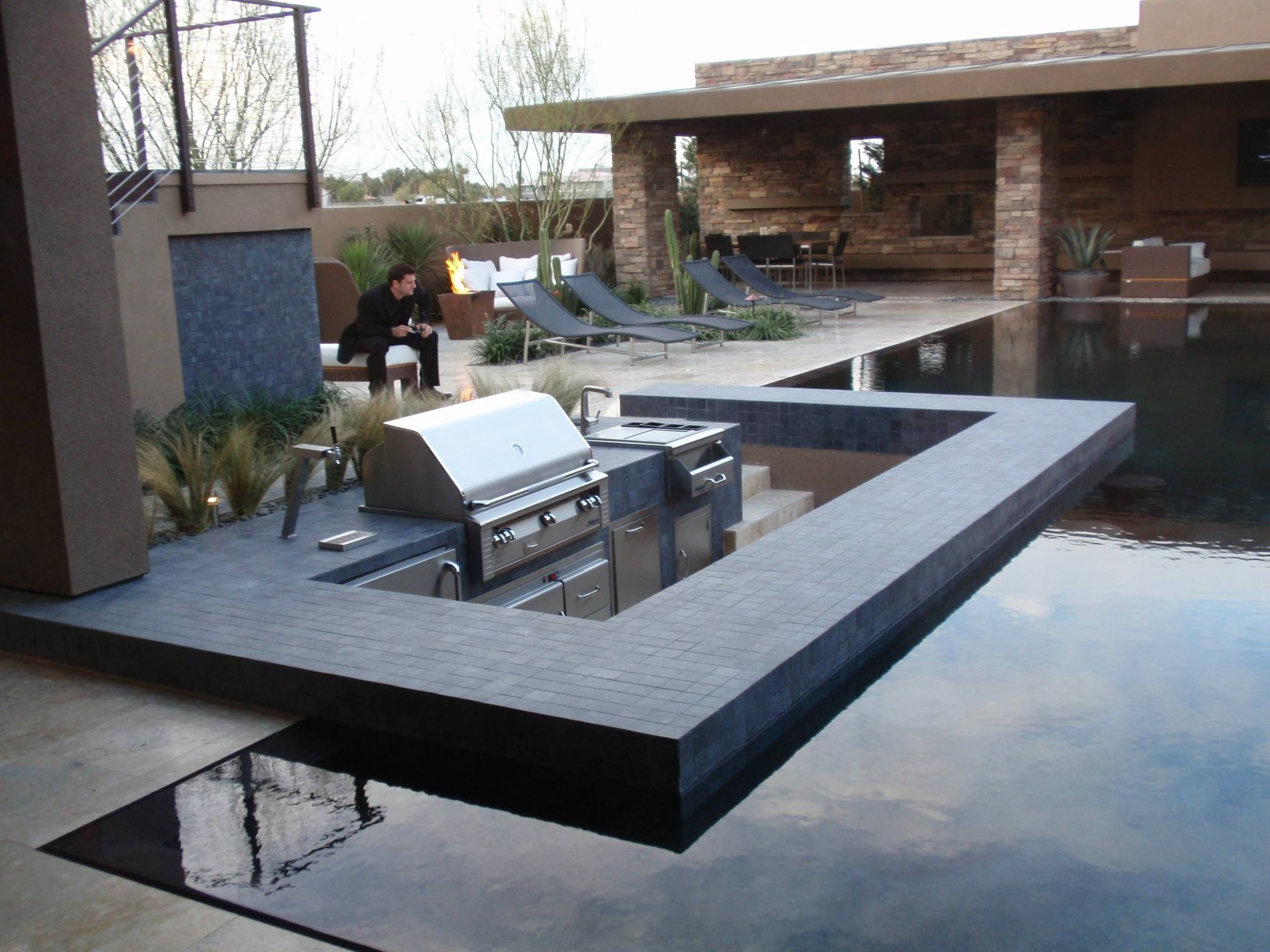 Ultra modern courtyard hardscape- submerged grilling area (With ..