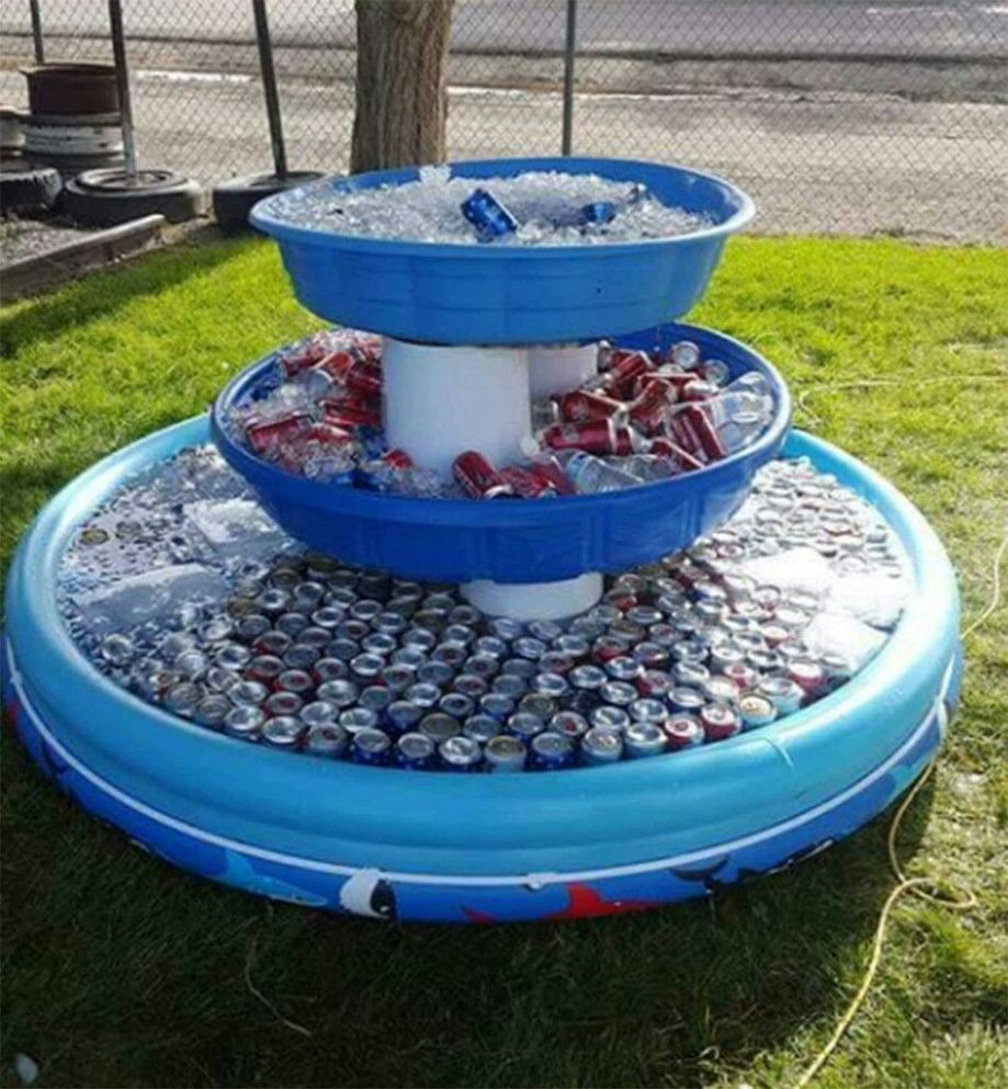 Use KIDDIE POOLS for outdoor COOLERS....Genius idea for a Party ..