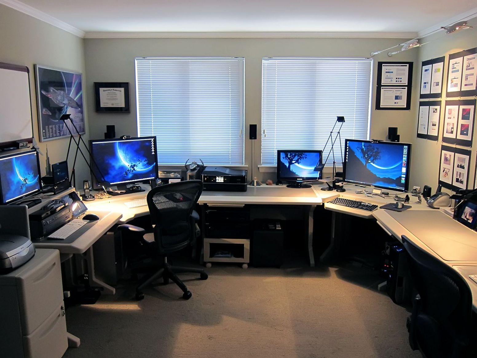 using multiple monitors | Home office setup, Office setup, Home ..