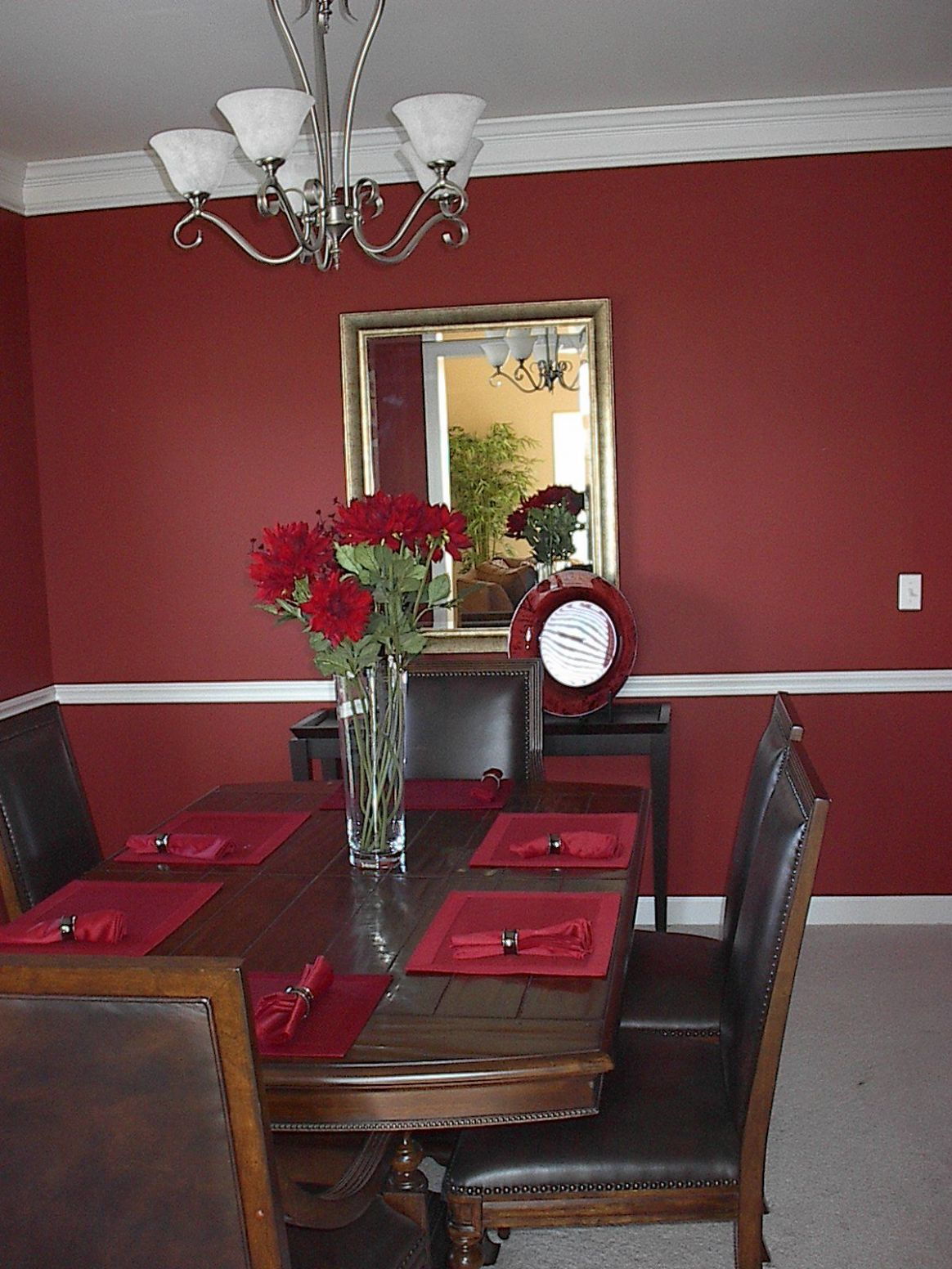 Wall & table colors for wine decorated dining room... in 12 ..