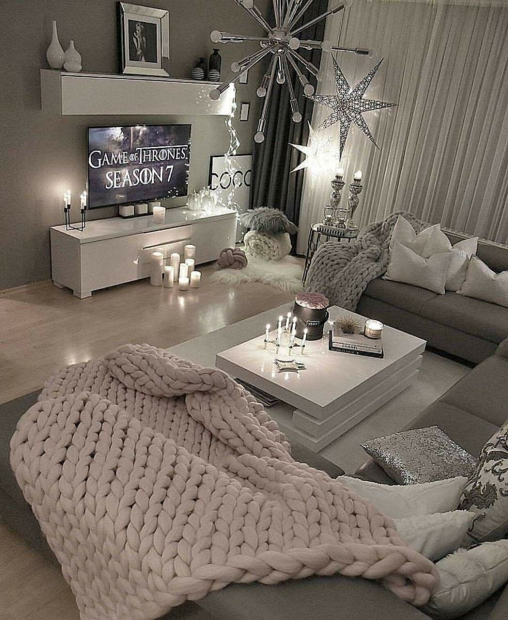 What a fun and cozy living room. ##LivingRoom | Home, Apartment ...