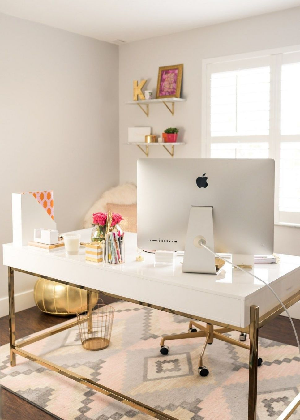 White and Gold Offices: An Elegant and Inspirational Workspace ..