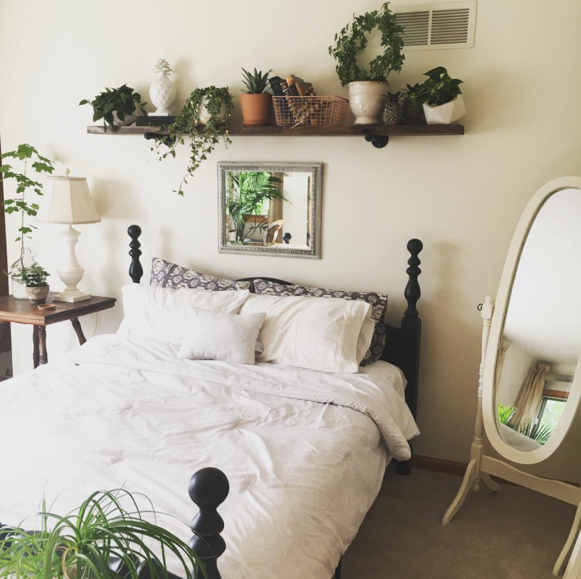White bedroom with plants (With images) | Bedroom inspirations ..