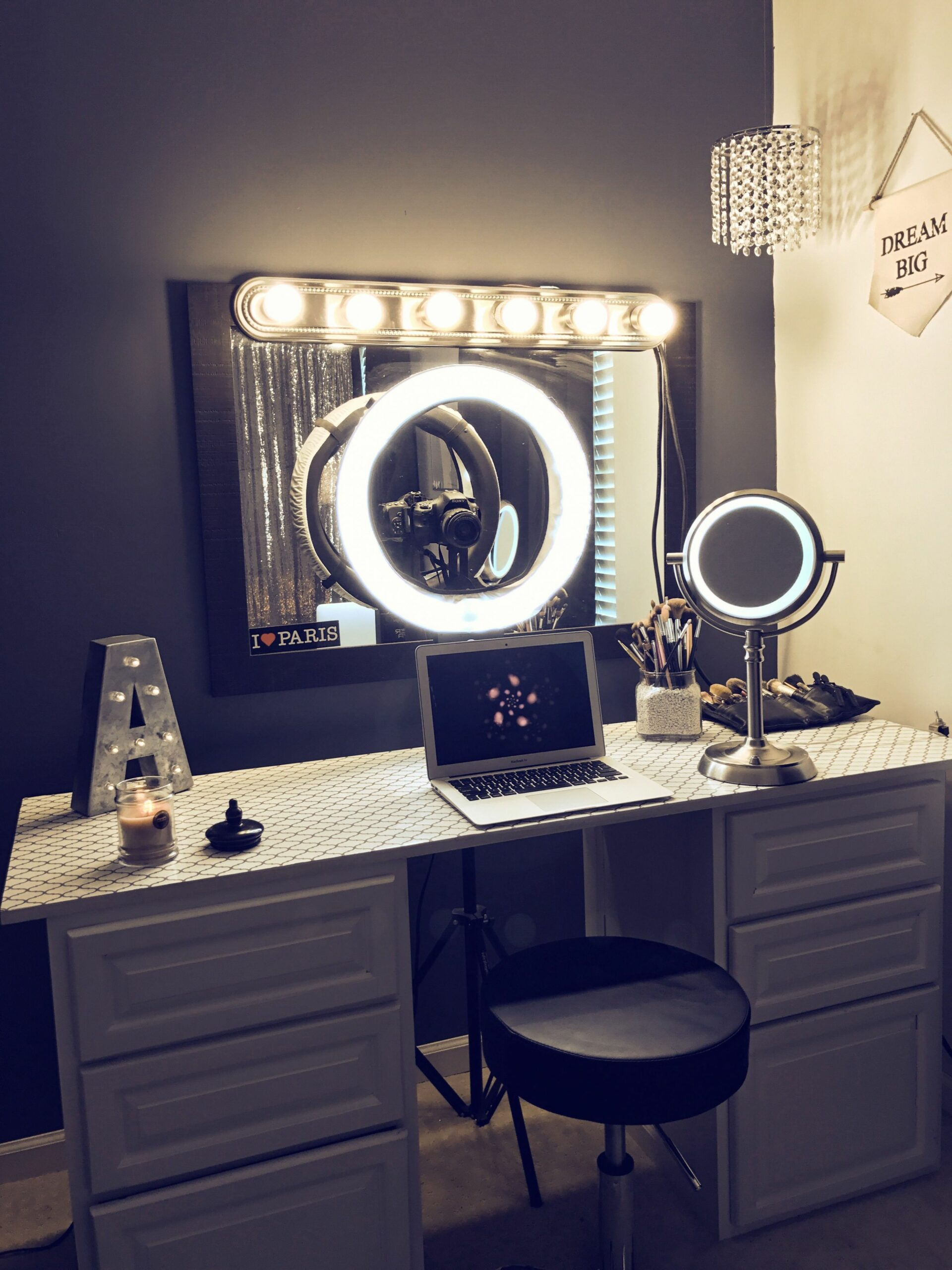 White make up vanity with ring light (With images) | Vanity makeup ..