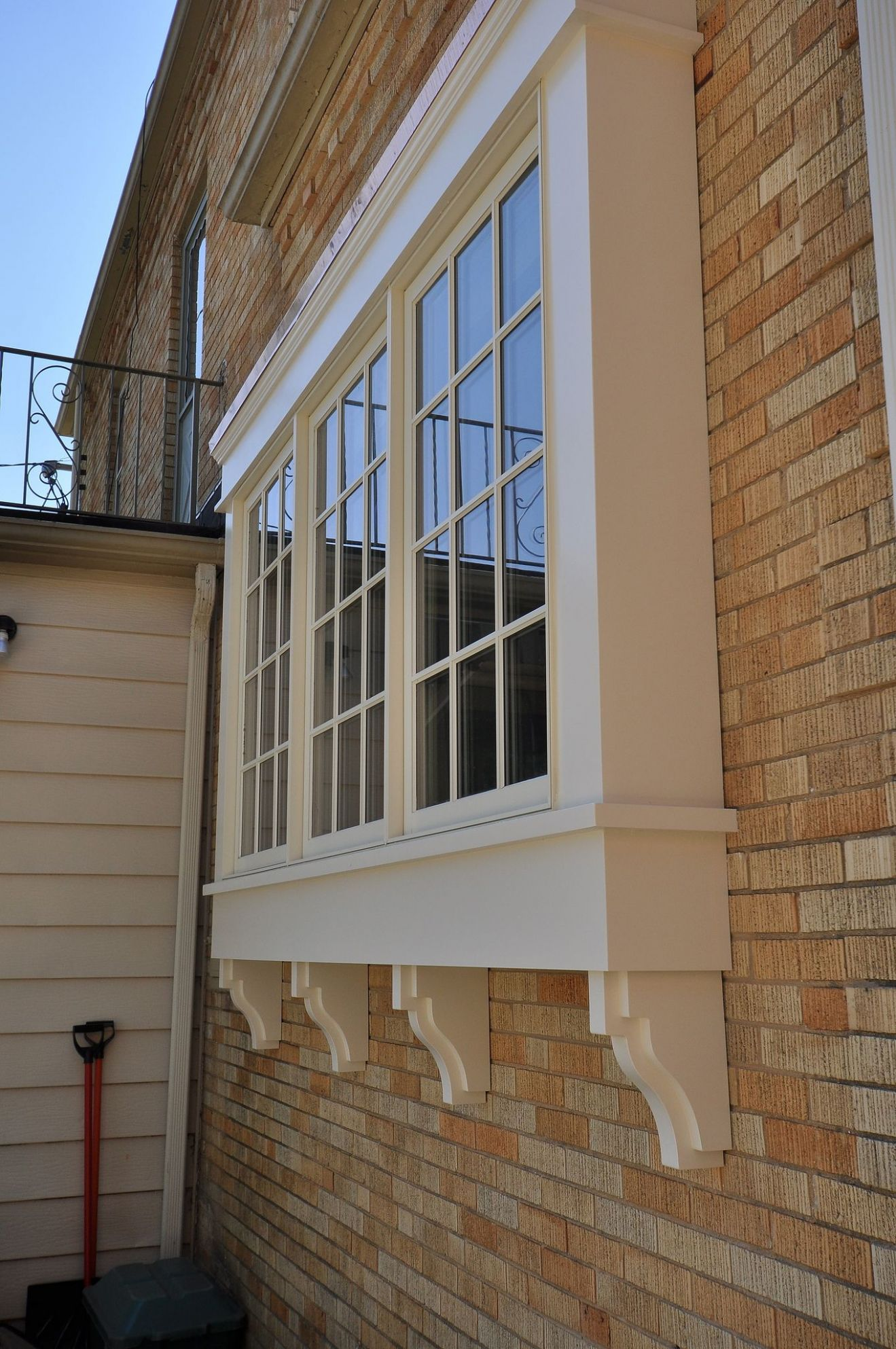Window outside (With images) | Bay window exterior, Bow window ...